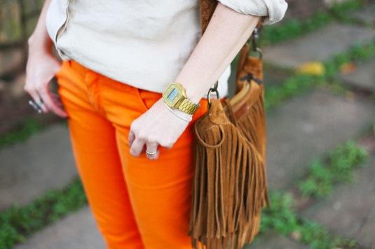 calca-laranja-blusa-bege-2
