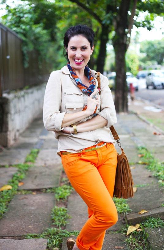 calca-laranja-blusa-bege-3