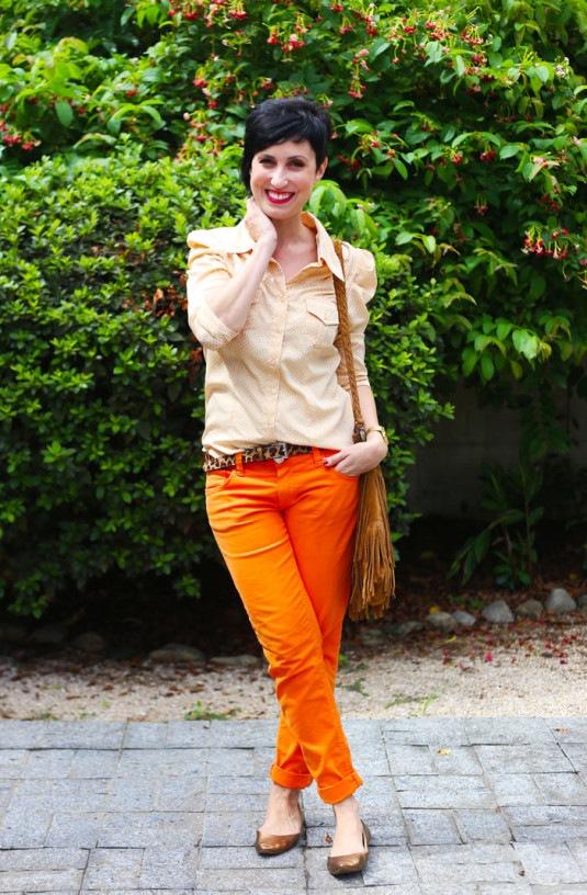 calca-laranja-camisa